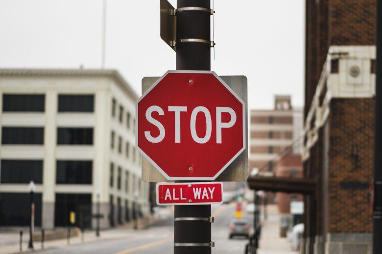 止まれという標識