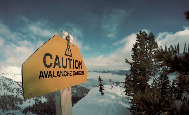 危険な場所なので注意を促す看板