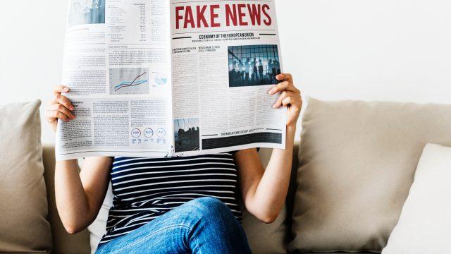 偽物を見分けるために情報を取る人