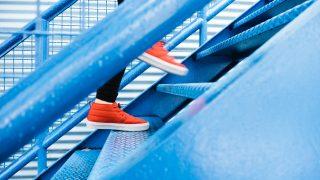 STEPを踏んで階段を登る