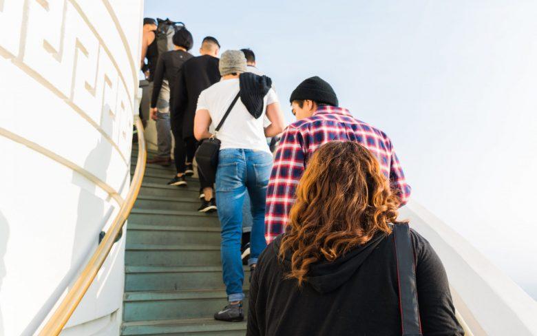 階段に行列ができている様子