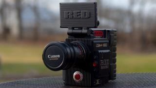 屋外にあるcanonのビデオカメラ