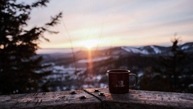 日没の風景とマグカップ